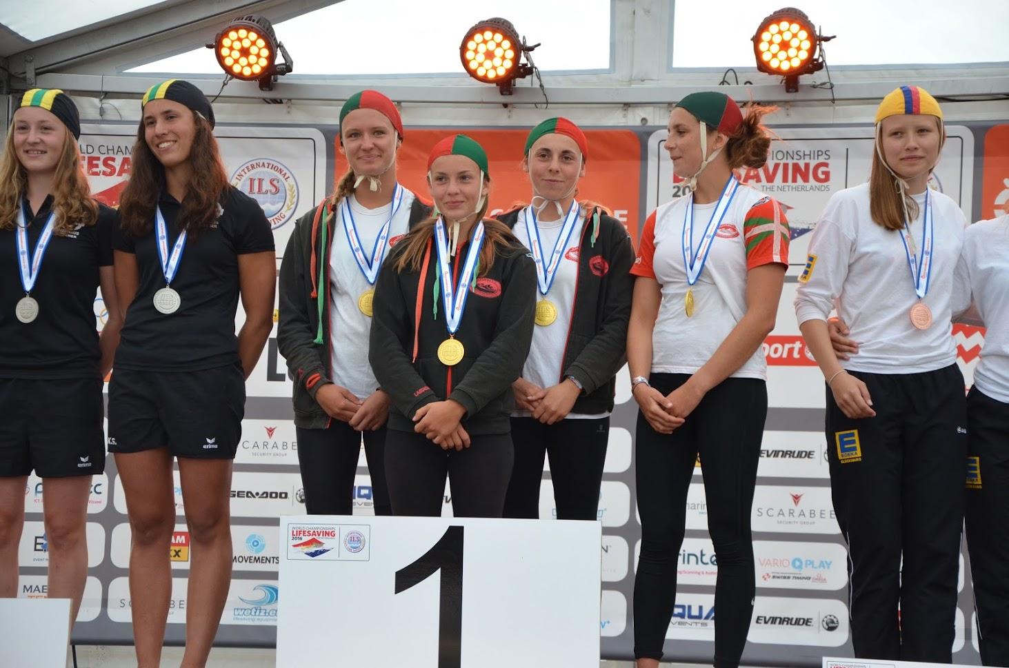 monde-podium-relais-sprint-fille
